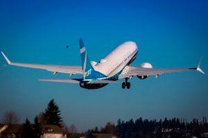 Novo 737 MAX 7 da Boeing realiza primeiro voo