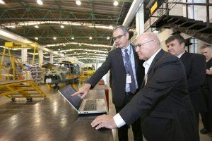 Helibras recebe visita do Ministro da Economia da França