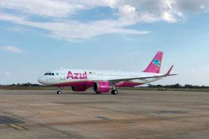 Azul recebe nova aeronave nas cores do Outubro Rosa no BH Airport