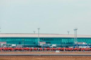 Aeroporto de Brasília recebe atletas na manhã deste domingo para corrida de rua