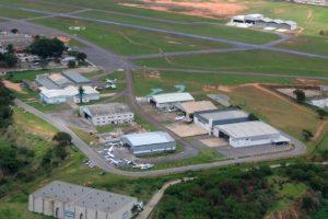 Aeroporto de Carlos Prates passa por obras na pista de taxiamento de aeronaves
