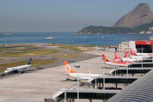 Aeroporto Santos Dumont recebe mostra com parte do acervo do pai da aviação